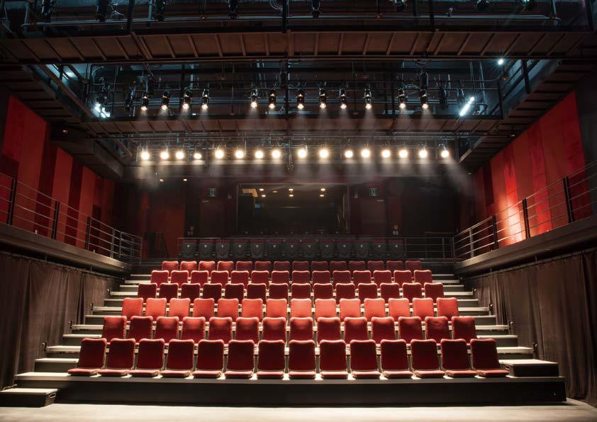극장 전경